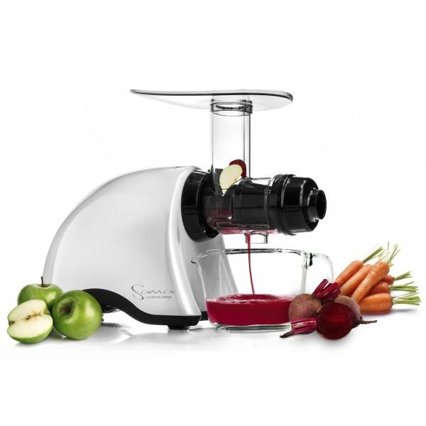Sana Juicer by Omega - mere plads til ingredienser i maskinen end for